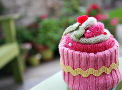 felted wool cupcake 2